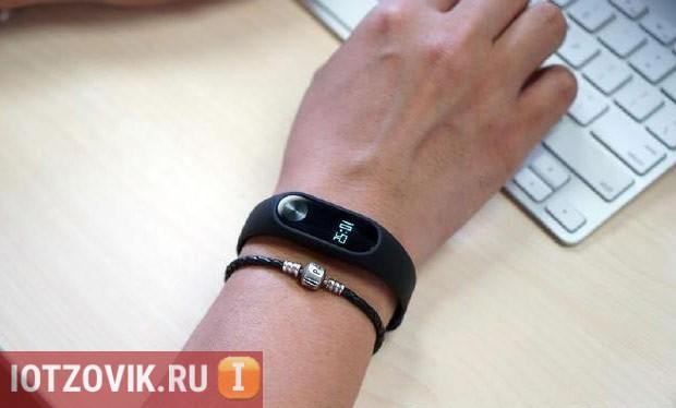 Xiaomi Mi Band 2 фото