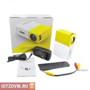 Удобный мини проектор YG-300
